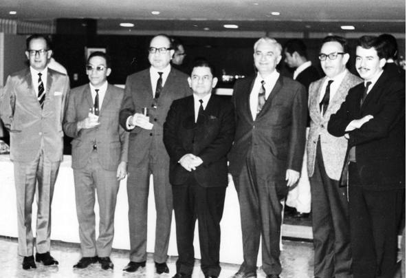 Jacinto Rodríguez y miembros de la primer generación del ITAM.